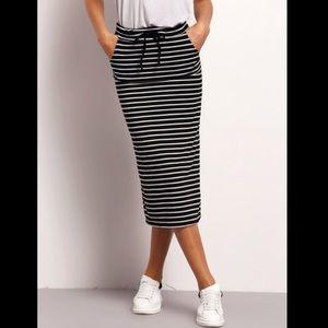 👀HP x2 NEW Striped Midi Skirt